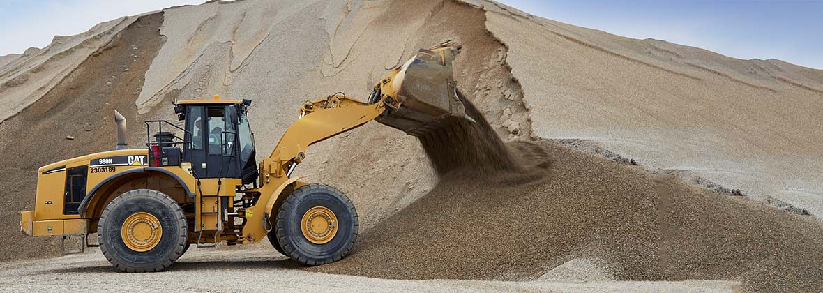 Finning Wheel Loader shoveling gravel